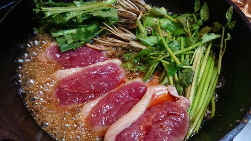 芹と春菊で食べる、鴨すき焼き