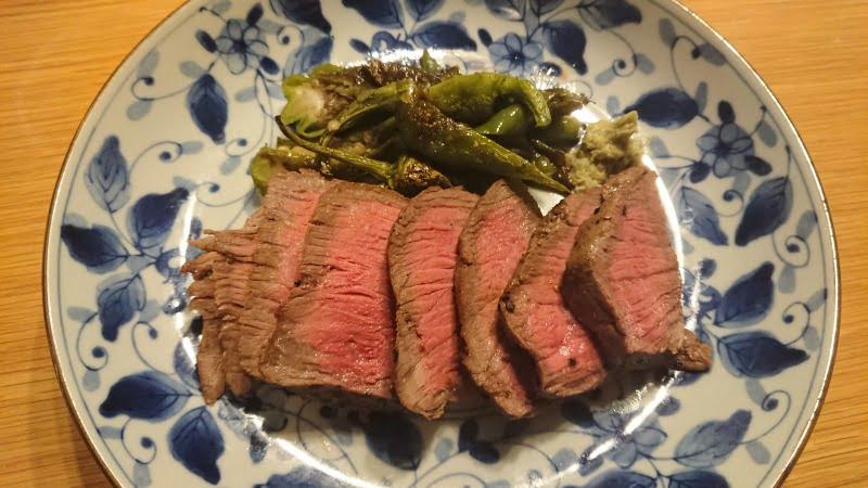 牛赤身肉ロースト青唐辛子