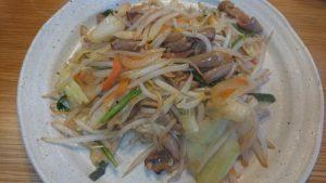 セブンイレブンの食材で作る牛ホルモン野菜炒め