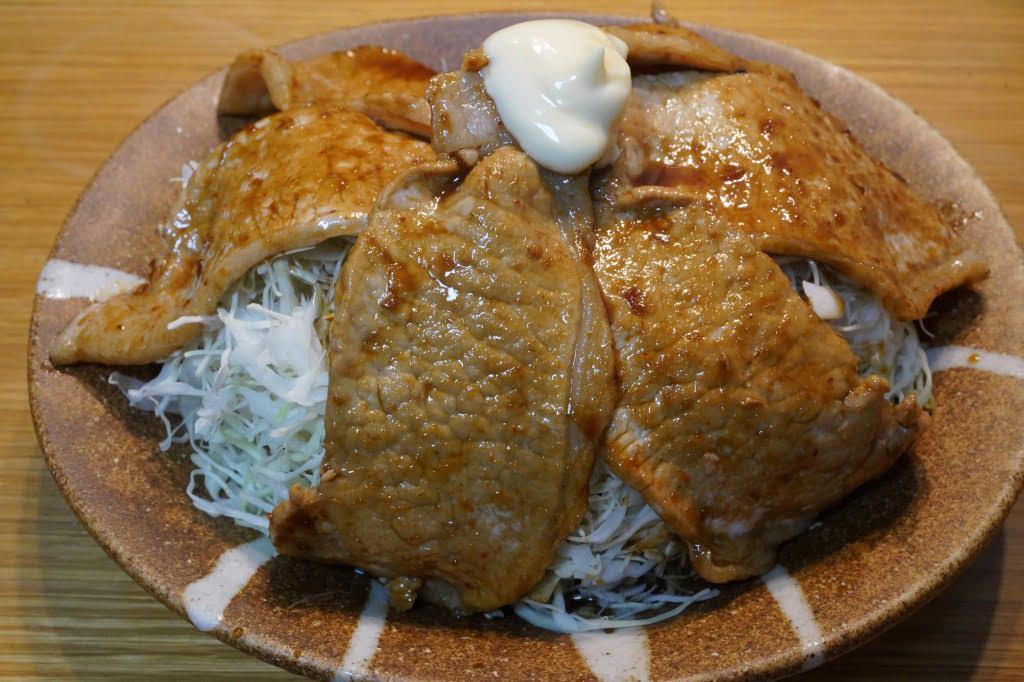 キャベツを食べる豚焼肉