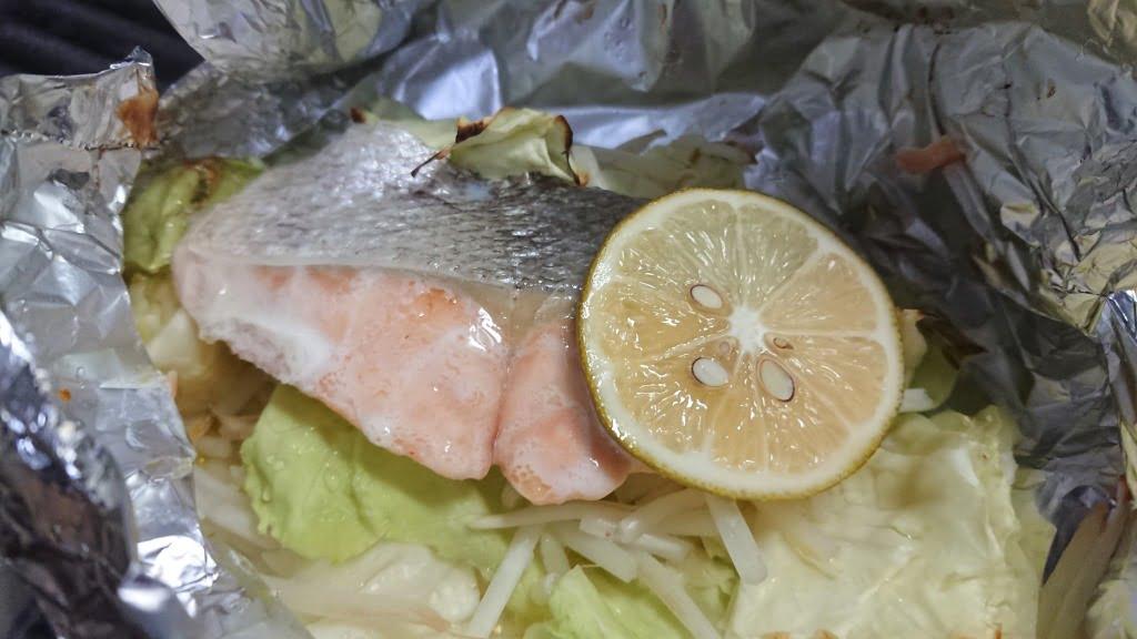 鮭塩バターレモンホイル焼き
